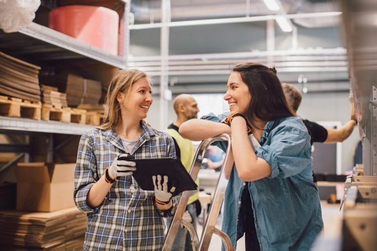 Nhân viên xuất nhập khẩu có tính chất công việc gần giống với nhân viên thu mua và kinh doanh